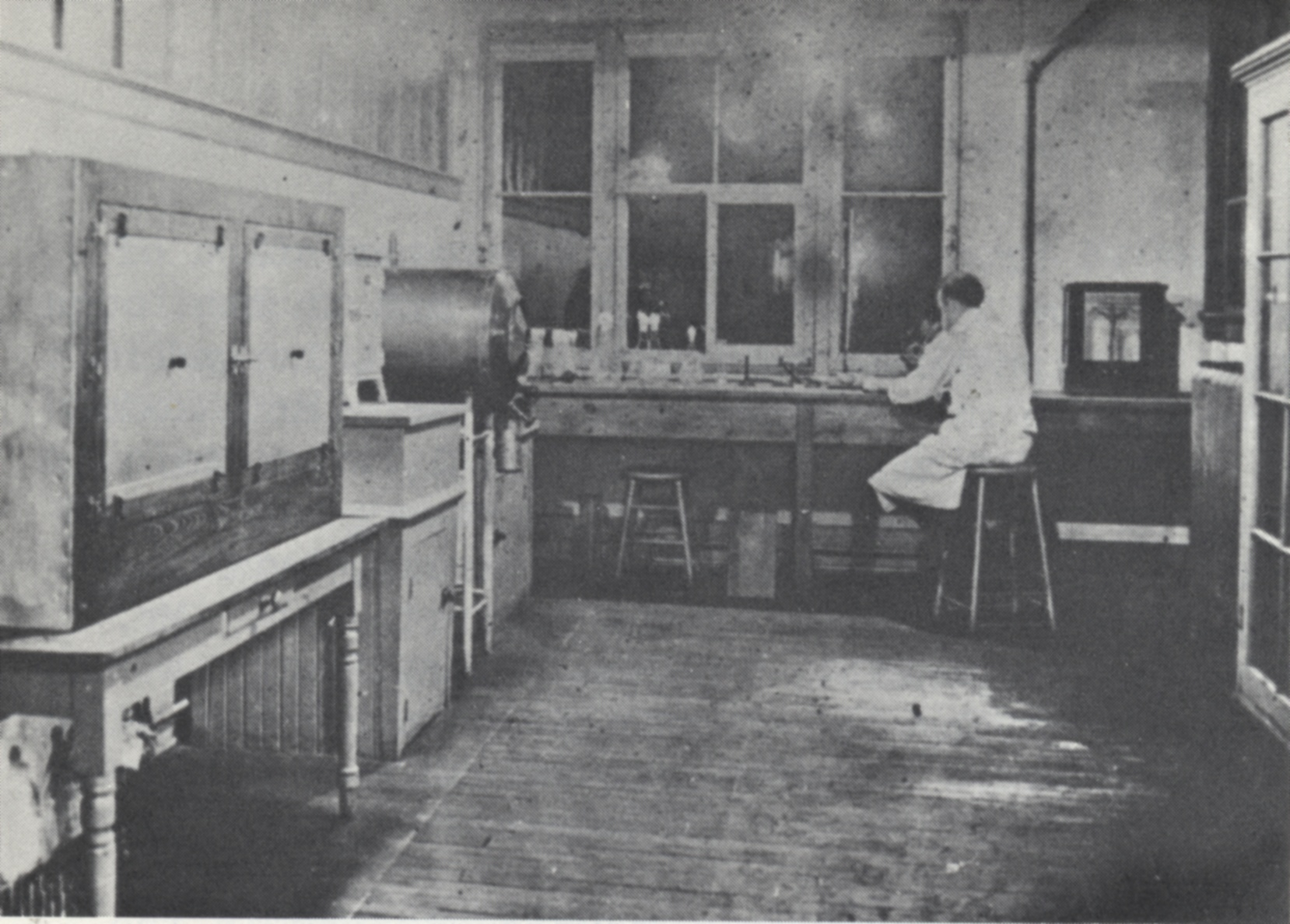 """The first laboratory for preparing diphtheria toxin, Antitoxin Laboratory, 1914 (scanned from R.D. Defries, """"The First Forty Years, 1914-1955: Connaught Medical Research Laboratories, University of Toronto"""""""