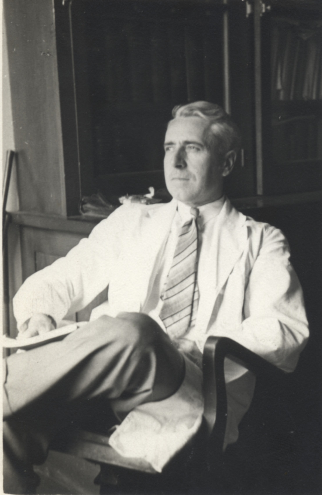 David A. Scott (1892–1971) studied chemistry and mineralogy at U of T starting in 1914 and later applied his skills to the production of acetone in an explosives plant. Before arriving at Connaught Labs, he worked as a research chemist in a paper mill and undertook research related to the paper industry at Queens University.