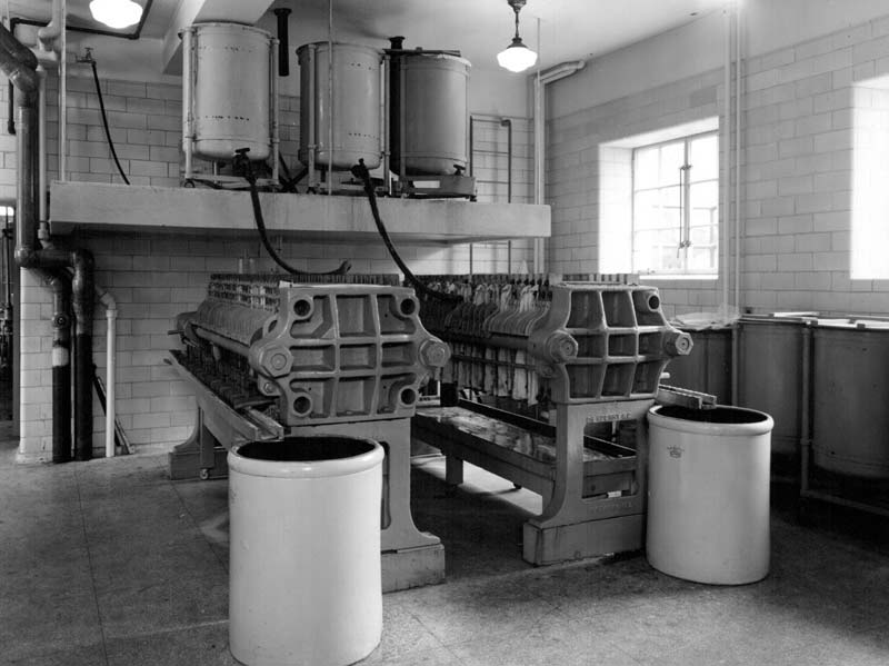 Filter press for insulin production, School of Hygiene Building, expanded insulin production plant, 1932.