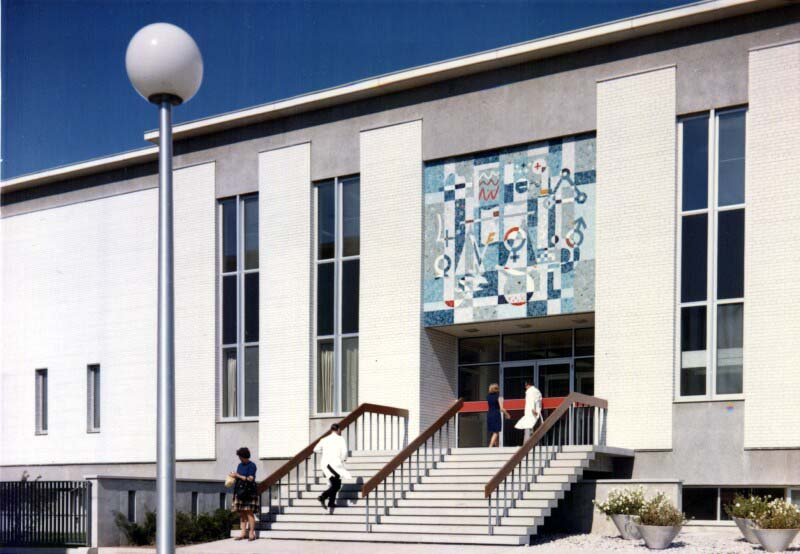 The main entrance to Building 83, featuring Alexander von Svoboda's mosaic mural above the door.